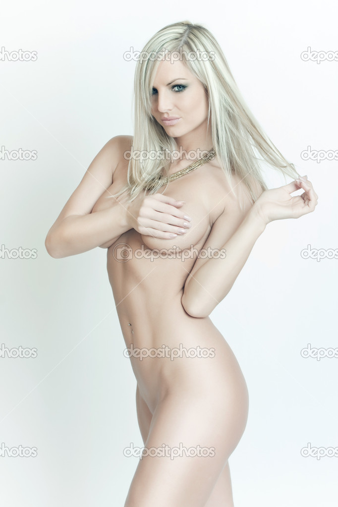 Beautiful naked blond sensual woman poses — Stock Photo #5604767