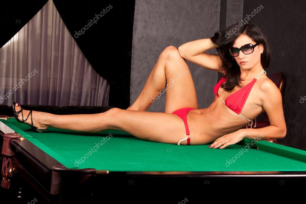 Красивых секс в униформе на бильярдном столе порево
